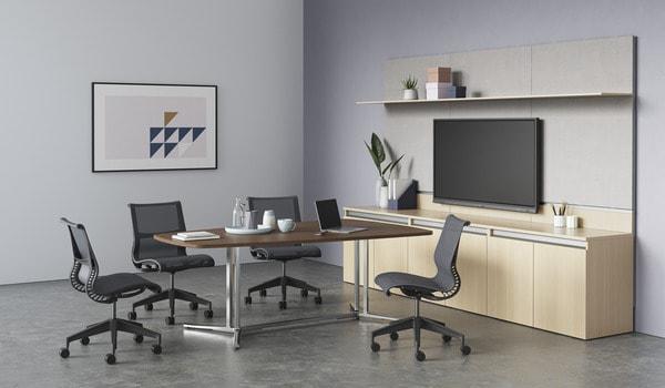 sistema de estantes Hrman Miller em sala de reunião