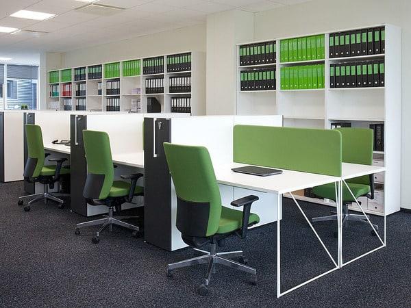 Cadeiras executivvas Narbutas em contexto de escritório
