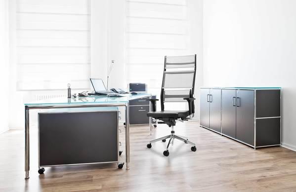 Cadeira com material respirável da marca alemã