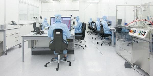 Cadeiras de laboratório Dauphin em contexto laboral