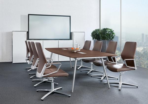 Cadeiras de visita Züco em sala de reuniões