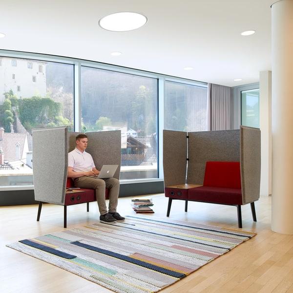 Zona lounge com espaços de conforto individuais