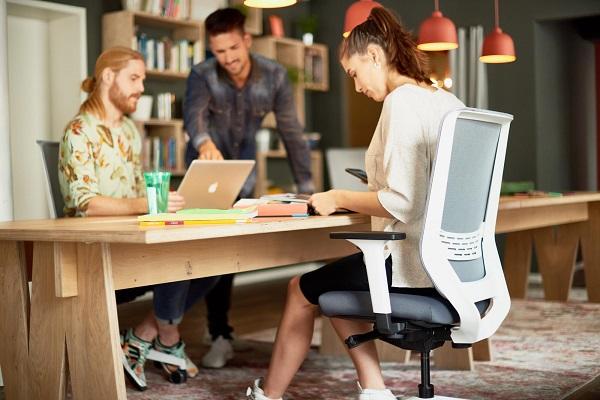Cadeira operativa To-Sync, da marca alemã