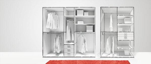 Os sistema de closet aberto da Dauphin Home permite criar um guarda-roupa ajustado às suas necessidades