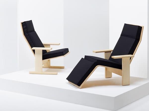 Cadeiras lounge em madeira maciça com almofadas da Mattiazzi