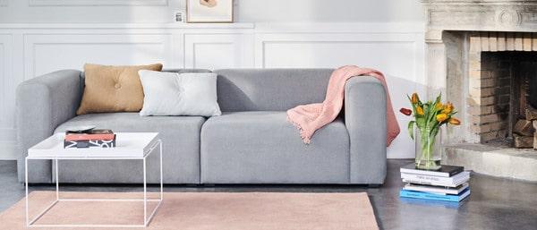 sala de estar com mobiliário de design escandinavo Hay