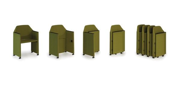 A cadeira dobrável Luxy Nestar permite ser arrumada facilmente