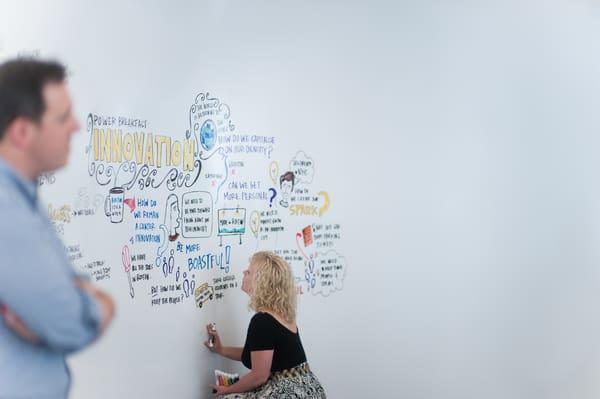 Os marcadores para quadro branco da Idea Paint têm cores vivas e brilhantes