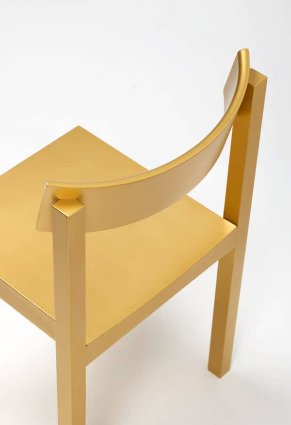 Cadeira Mattiazzi em tons dourados