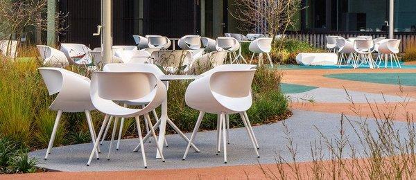 Mesas de centro redondas Zuco em espaço de hotelaria