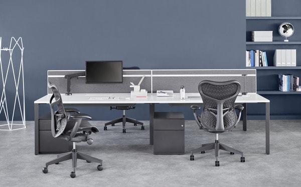 Estações de trabalho individuais com mobiliário de escritório Herman Miller