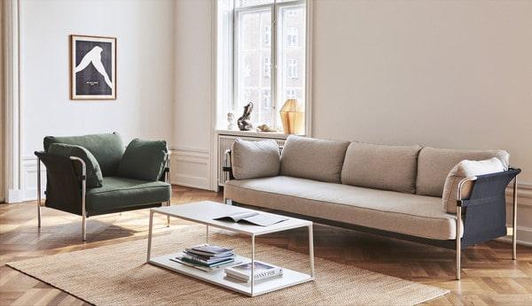 Sala om mobiliário nórdico de design Hay