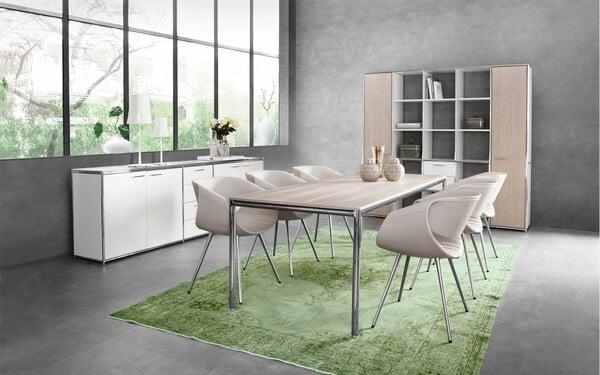 A cadeira Perillo faz parte da coleção de móveis para sala de jantar da Dauphin
