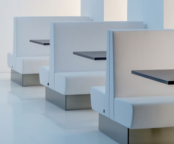 Sofás modulares para reuniões informais