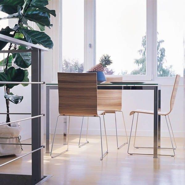 As mesas de escritório podem também ser utilizadas em casa