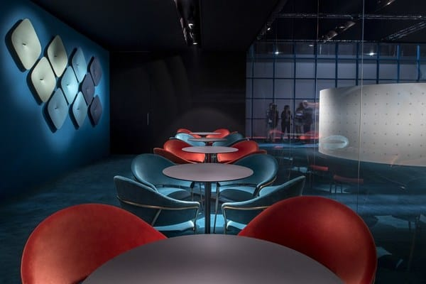 Espaço lounge com mobiliário Pedrali