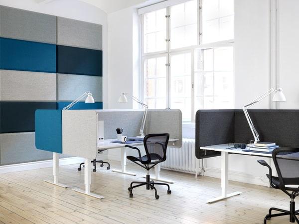 separadores de secretária acústicos Abstracta em contexto de escritório
