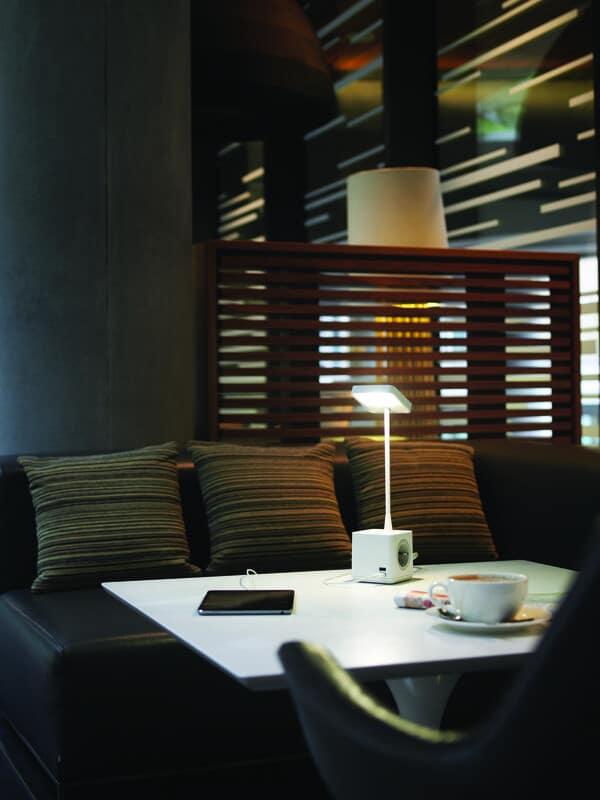 Candeeiros LED Cubert, da Colebrook Bosson Saunders