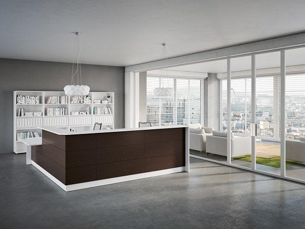Recepção e espaço lounge com mobiliário de escritório de design italiano